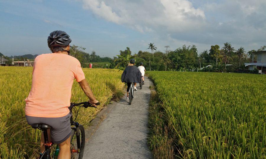 Bahu cepat pegal saat bersepeda?
