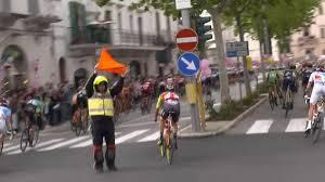 Marshals sesuai dengan Peraturan UCI ( Union Cycling Internasional